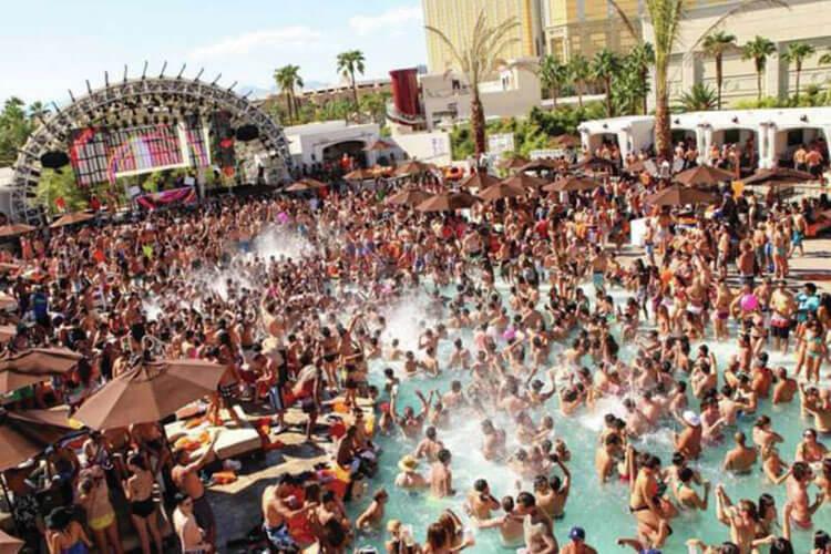 Daylight Beach Club Las Vegas Swimming