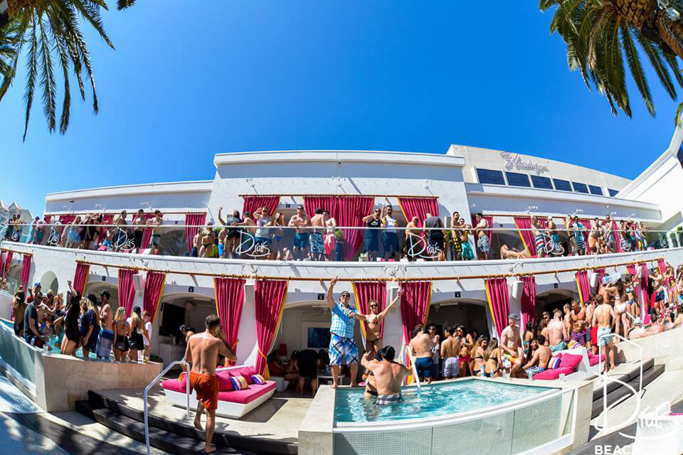 Drai's BeachClub Pool Wide Angle