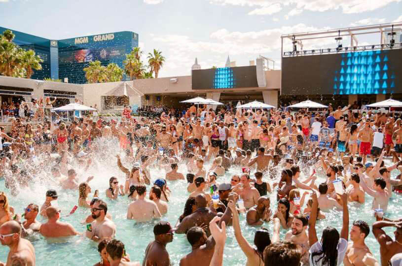 Wet Republic Ultra Pool Las Vegas Packed with People
